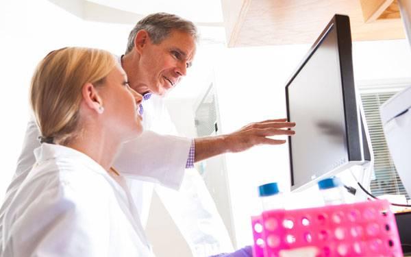 Eric Topol and Female Researcher STSI 600x375