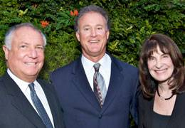 Christopher Taylor (center), Scripps Whittier golf tournament chair, congratulates honorees Jeffrey Sandler, MD, and Francine Kaufman, MD for their years of service.