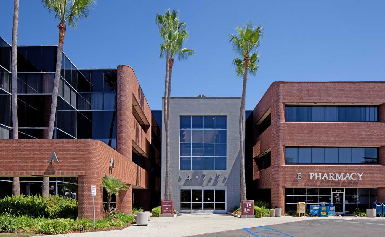 The exterior of North Coast Health Center on El Camino Real, home to Scripps Coastal Medical Center Encinitas family and internal medicine doctors.