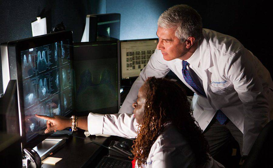 Two Scripps Clinic radiologists review imaging results on a computer monitor, representing our combination of expertise and state-of-the-art equipment.
