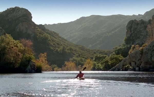 Kayaker 30-frame grab 600x375