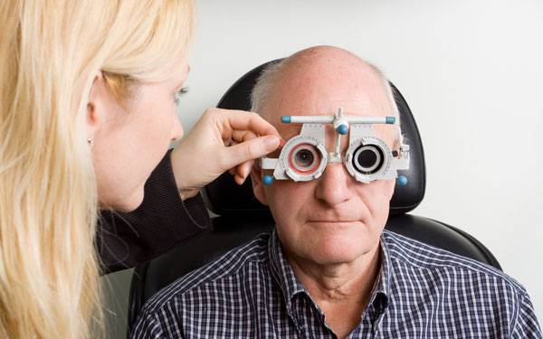 Scripps Health opthalmologist, Dr. Richard Lin, provides patients with information on Wet Macular Degeneration treatment.