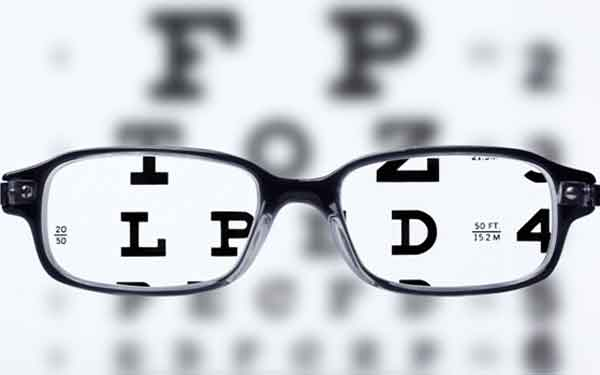 """Dr. Daniel Coden, an ophthalmologist with Scripps, discusses presbyopia, an eye aging condition, in Scripps latest """"To Your Health"""" article."""