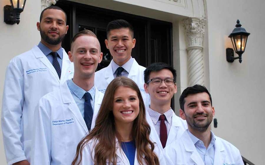 A group photo of the Scripps Mercy 2018 pharmacy residency students.