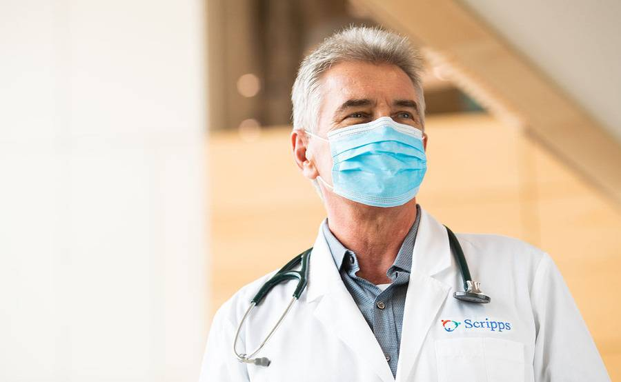 Dr. Richard Petyr, Scripps Coastal Medical Center physican in a face mask.