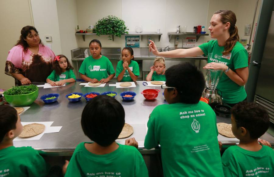 A Scripps group leader teaches children about healthy eating habits as part of the Scripps Community benefits program.