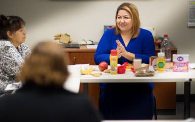 A diabetes educator at Scripps Whittier Diabetes Institute teaches patients how to help manage diabetes.