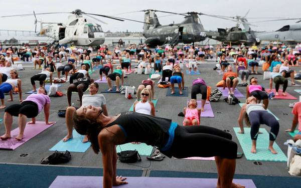 Scripps Health, Yoga One and San Diego Downtown Partnership present Yoga on the Midway